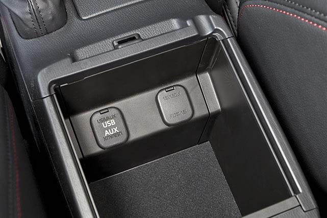 新型Mazda6_AUX_USB